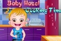 Bébé Hazel en cuisine